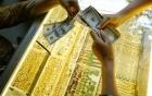 Vàng rớt giá gần mốc 35 triệu, USD tiếp đà tăng giá