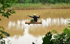Sự thật về việc người dân đu dây qua sông ở Đại Mạch