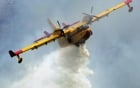 Dội nước đá (Ice Bucket Challenge): Nhập viện vì dùng máy bay cứu hỏa dội nghìn lít nước