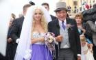 Bộ ảnh cưới của đại gia 81 tuổi và người mẫu trẻ Playboy