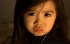"""Bé gái 4 tuổi dễ thương nói 4 thứ tiếng """"đốn tim"""" cư dân mạng"""