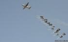 Máy bay Mỹ thả vũ khí, đạn dược cho người Kurd trong