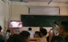 Thầy mở phim khiêu dâm trong lớp