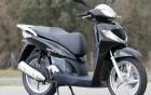 Bốn thanh niên đi xe máy đắt nhất Việt Nam, nghênh ngang vượt đèn đỏ 8
