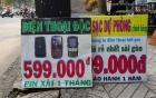 Điện thoại pin xài một tháng giá 600.000 bán ở lề đường