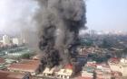 Hà Nội: Xưởng gỗ cháy lớn, khói đen bốc cao hàng trăm mét