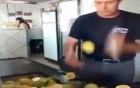 Kinh ngạc với màn chém hoa quả