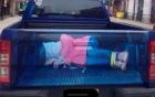 Dân Anh hốt hoảng vì hình cô gái bị bắt cóc trên xe tải
