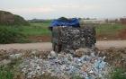 Video bắt đối tượng lén lút chôn lấp 2 tấn rác thải