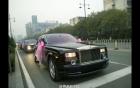 Siêu đám cưới rước dâu bằng 30 xe Rolls-Royce Phantom trăm tỷ