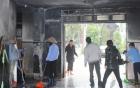 Vụ ôm bom xăng cố thủ: Một đối tượng vẫn khóa trái cửa trong nhà 7