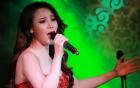 Cô gái hát live