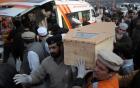 Taliban chặt đầu con tin, thiêu sống giáo viên trước mặt học sinh