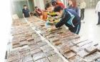 Hé lộ đường dây buôn lậu trăm tỷ tiền Việt ở vùng biên