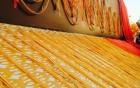 Lóa mắt với sợi dây chuyền vàng thủ công dài 5km