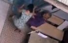 Phẫn nộ cảnh một phụ nữ chửi đánh dã man cụ bà