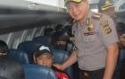 """Cảnh sát Indonesia chụp ảnh """"tự sướng"""" với tử tù Úc gây phẫn nộ"""