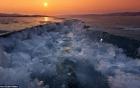 Choáng váng trước cảnh tượng mặt hồ Baikal nứt làm đôi
