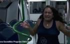 """Video: Người phụ nữ """"phát điên"""" khi bị bầy zombie tấn công trên tàu điện ngầm"""