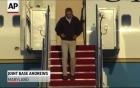 Video: Tổng thống Obama suýt ngã trên máy bay