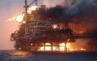 Video: Cháy ngùn ngụt trên giàn khoan dầu Mexico, ít nhất 4 người thiệt mạng