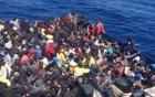Khoảng 100 người di cư chết chìm vì tranh nhau đồ ăn    4
