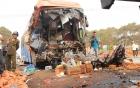 Tai nạn thảm khốc ở Đắk Lắk: Thi thể tài xế, phụ xe dính chặt vào cabin