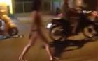 Video: Cô gái vừa đi vừa khóc giữa đường phố vì bị chồng bỏ
