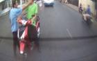 Quái xế đi SH khiêu khích bị tài xế xe khách túm cổ trừng trị
