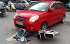 Bản tin 113 – chiều 22/5: Mải buôn điện thoại, cô gái đi xe đạp điện bị cuốn xuống gầm ôtô…