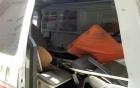 4 xe máy bị taxi đâm nát trên cầu Nhật Tân 2