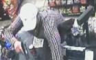 Vờ mua đồ, tên cướp táo tợn dùng súng cướp tiền quầy tạp hóa