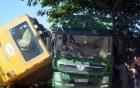 Đầu kéo xe lửa đâm xe tải, đường sắt Bắc – Nam tê liệt nhiều giờ