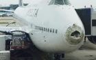 Boeing 747 chở 388 người bị vỡ mũi khi bay xuyên mưa đá