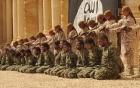 IS cho trẻ 12 tuổi xử tử hàng loạt tù binh