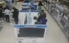 Quý bà vào siêu thị trộm cả màn hình LCD giấu trong váy