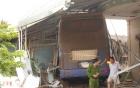 Bình Phước: Xe giường nằm mất lái đâm sập 3 nhà dân