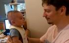"""Video bé trai ba tháng tuổi biết nói """"I love you"""" gây"""