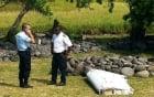 Tìm thấy mảnh vỡ phần cánh máy bay Boeing nghi của MH370