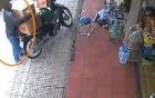 Video: Thanh niên ngang nhiên trộm đồ giữa chợ Đà Lạt