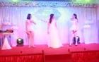 Video: Cô dâu xinh đẹp hát, nhảy bốc lửa trong đám cưới