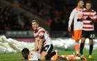 Video: Cầu thủ đuổi đánh nhân viên y tế vì cứu thua cho đội nhà 2