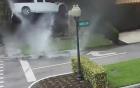 Video: Xe bán tải mất lái lao như bay đâm vào nhà dân