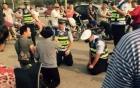 Video: Cảnh sát giao thông quỳ gối giải thích luật cho người vi phạm