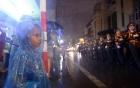Chùm ảnh: Người dân đội mưa xem tổng duyệt diễu binh, diễu hành