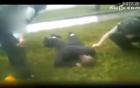 Trót đánh vợ, người đàn ông quỳ dưới mưa đến ngất mong vợ tha thứ