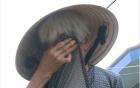 Xót xa cảnh cụ bà 90 tuổi còng lưng nuôi 2 con bại liệt