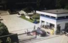 Video cuồng ghen lái ô tô đâm chết tình địch ngay trước trụ sở công an