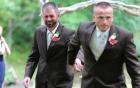 Video chồng cũ cầm tay chồng mới của vợ cùng dẫn con gái vào lễ đường