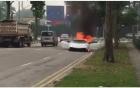Siêu xe Lamborghini bốc cháy giữa đường